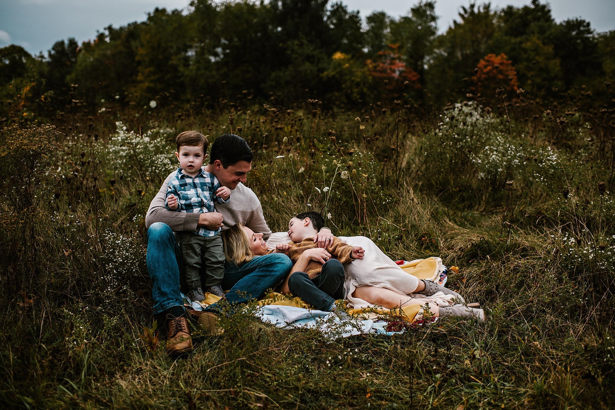lauren-grayson-photography-portrait-artist-akron-cleveland-ohio-photographer-family-session-fields-sunset-fall_0188.jpg