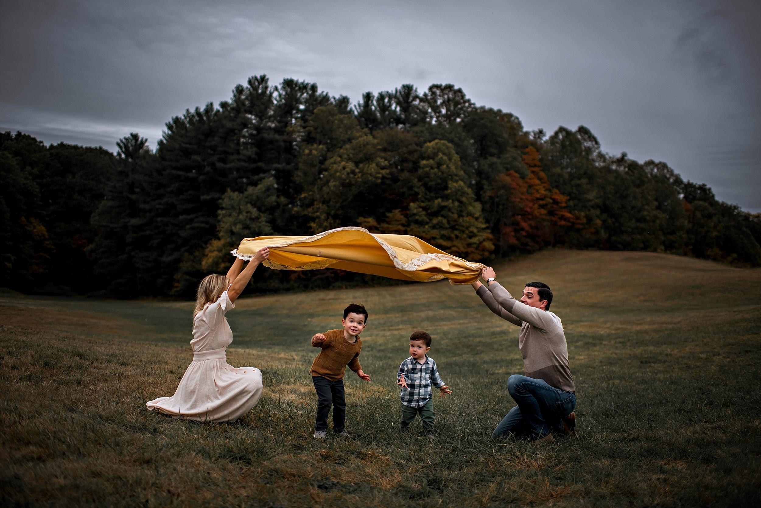 lauren-grayson-photography-portrait-artist-akron-cleveland-ohio-photographer-family-session-fields-sunset-fall_0198.jpg