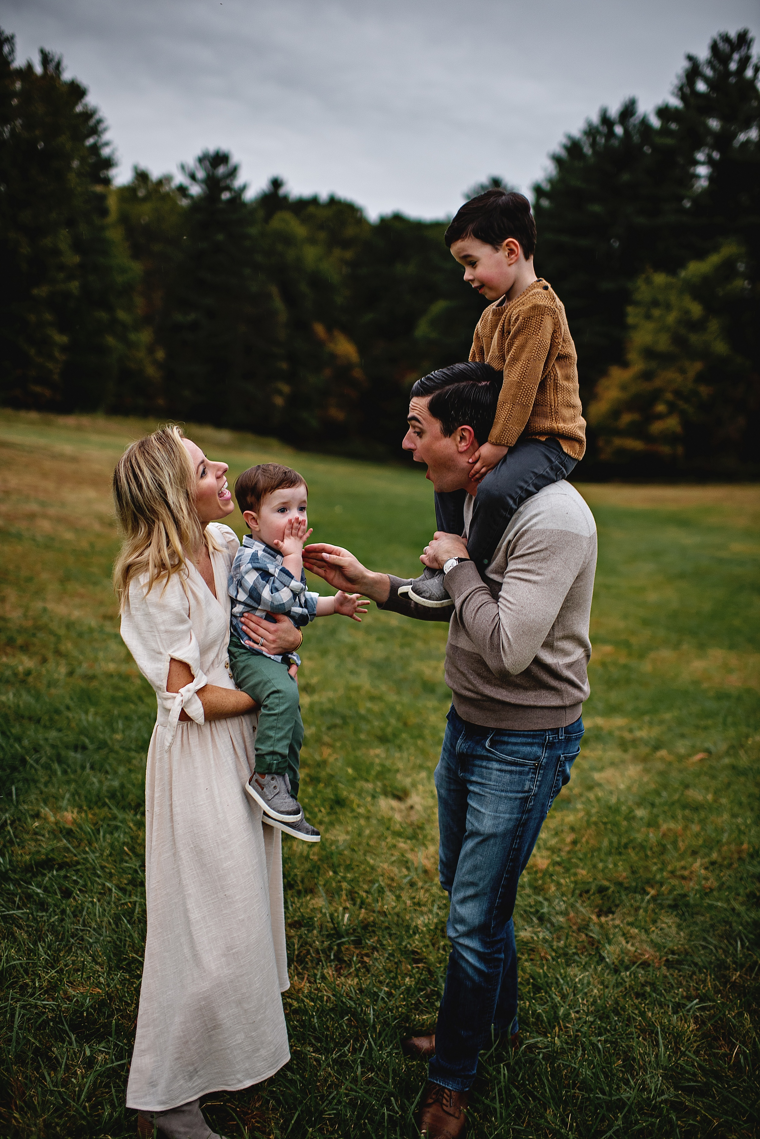 lauren-grayson-photography-portrait-artist-akron-cleveland-ohio-photographer-family-session-fields-sunset-fall_0201.jpg
