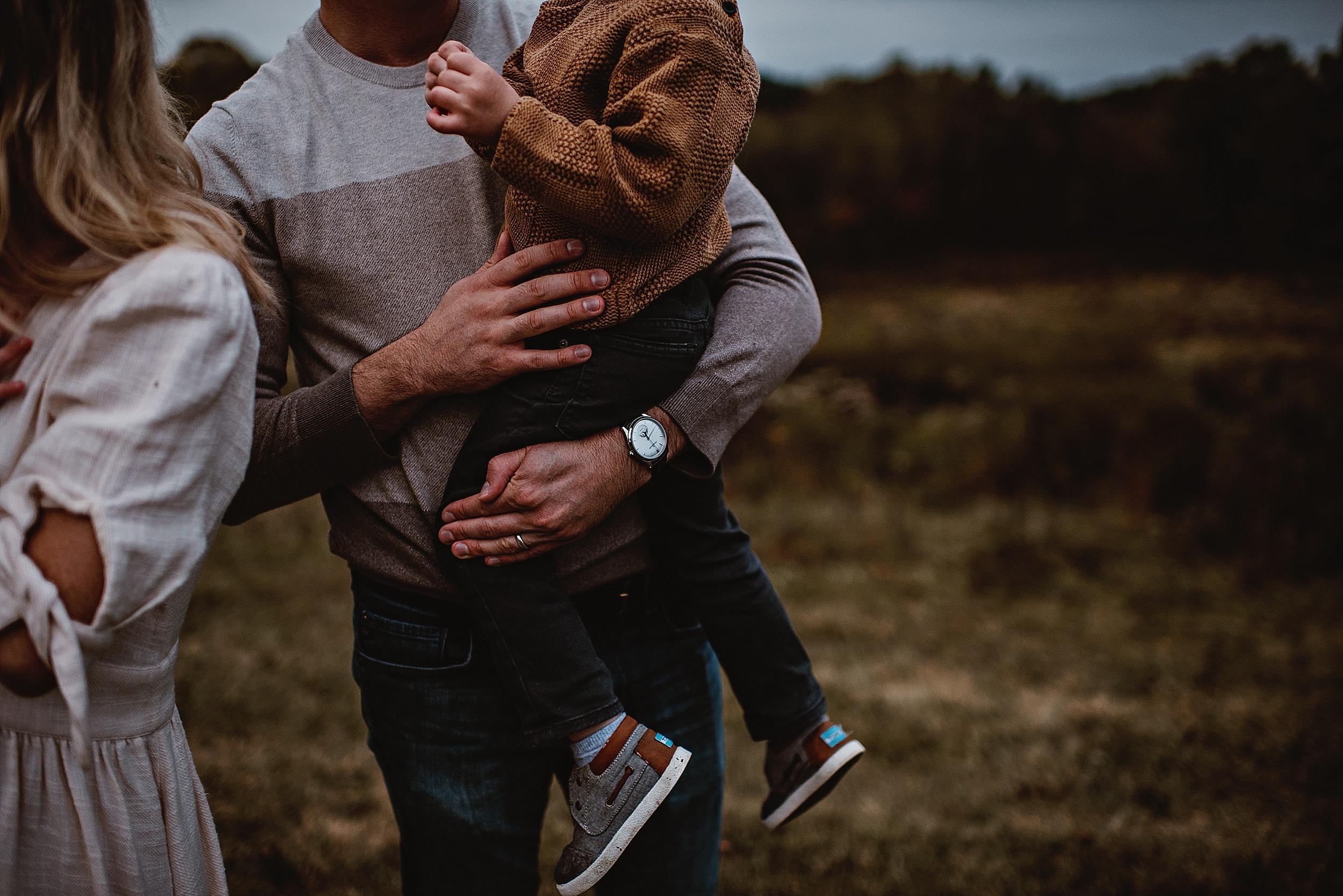lauren-grayson-photography-portrait-artist-akron-cleveland-ohio-photographer-family-session-fields-sunset-fall_0210.jpg