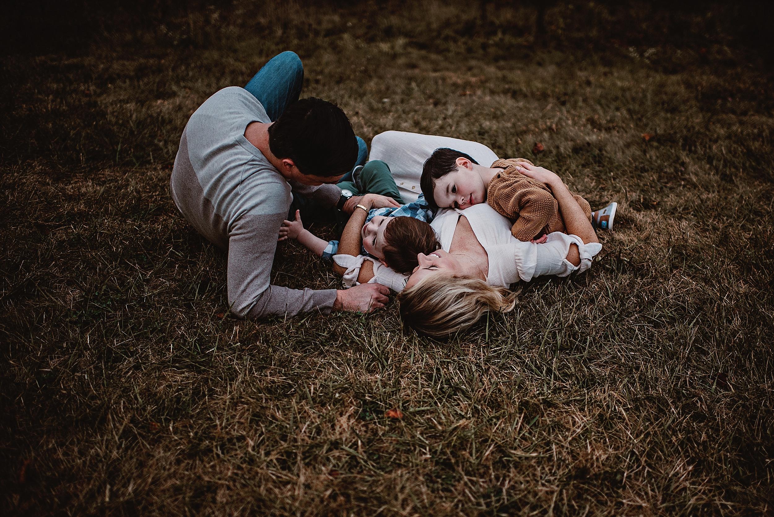 lauren-grayson-photography-portrait-artist-akron-cleveland-ohio-photographer-family-session-fields-sunset-fall_0214.jpg