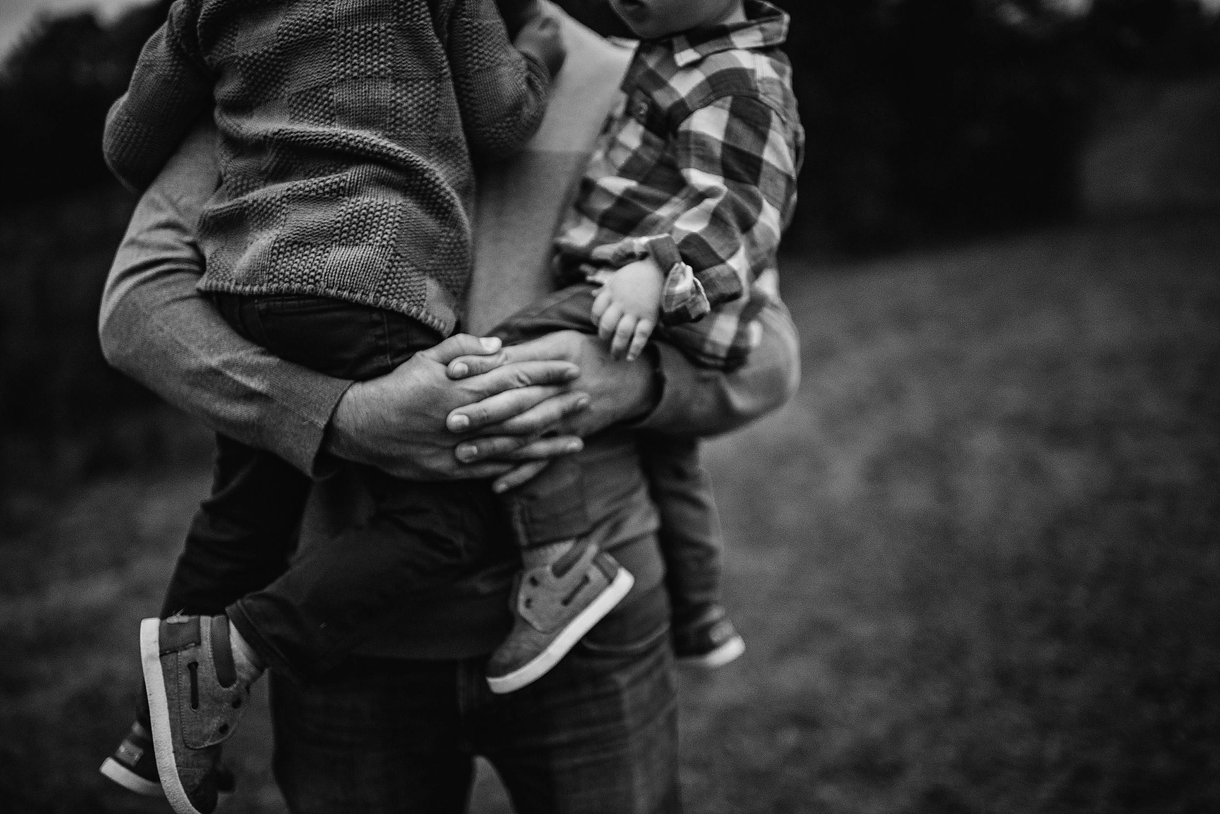 lauren-grayson-photography-portrait-artist-akron-cleveland-ohio-photographer-family-session-fields-sunset-fall_0218.jpg