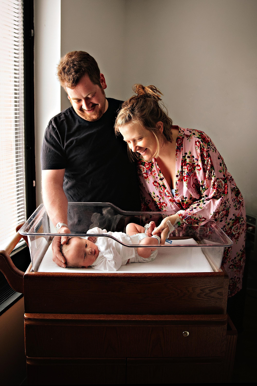 lauren-grayson-photography-akron-ohio-photographer-family-newborn-fresh-48-baby-hospital-photo-shoot-cleveland-clinic-akron-general-carter_0342.jpg