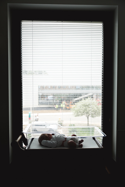 lauren-grayson-photography-akron-ohio-photographer-family-newborn-fresh-48-baby-hospital-photo-shoot-cleveland-clinic-akron-general-carter_0333.jpg
