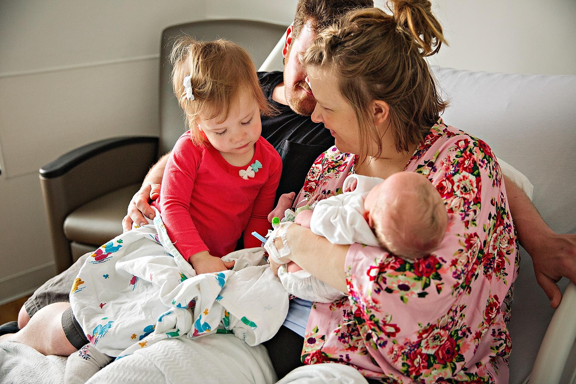lauren-grayson-photography-akron-ohio-photographer-family-newborn-fresh-48-baby-hospital-photo-shoot-cleveland-clinic-akron-general-carter_0331.jpg