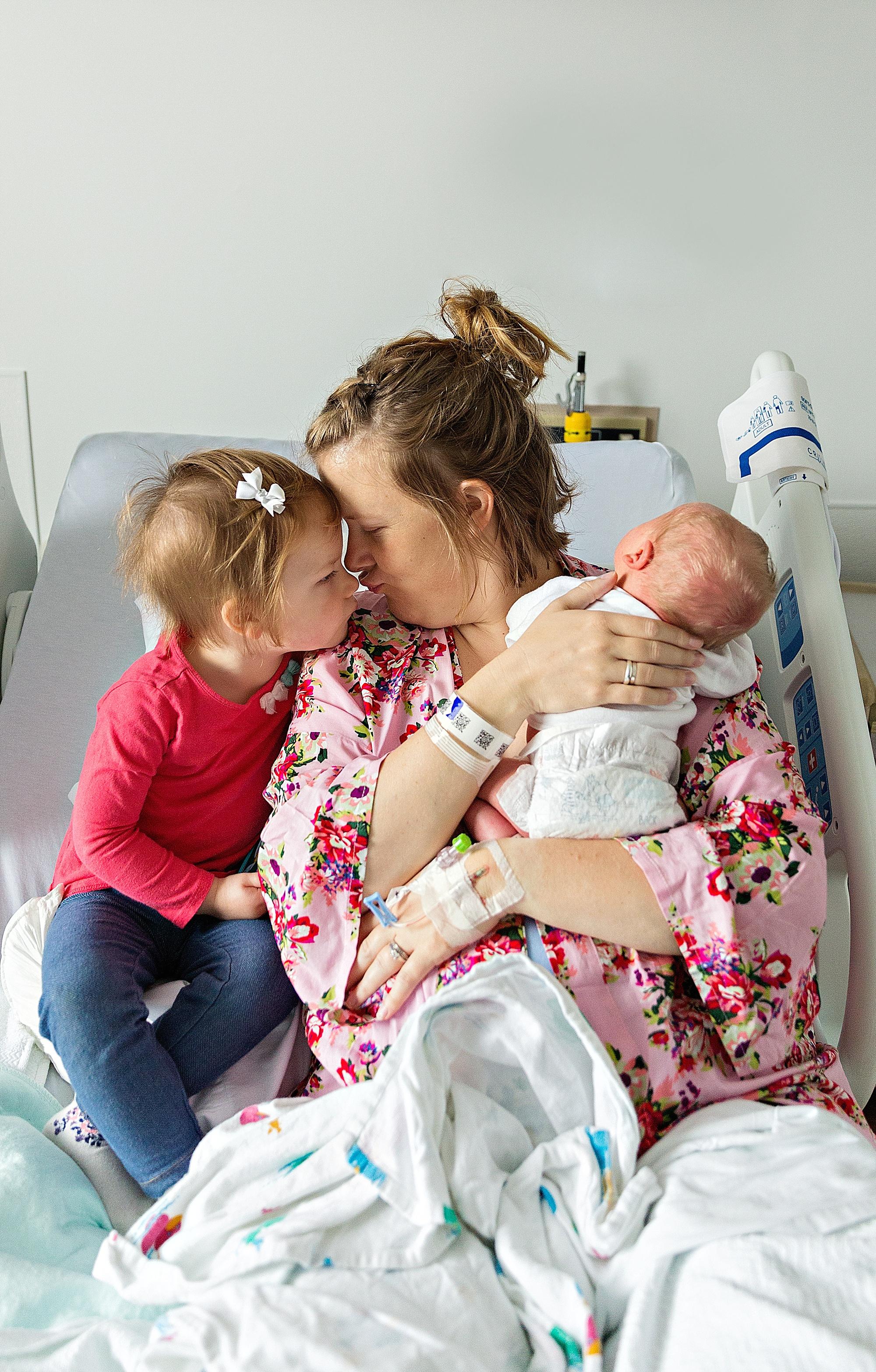 lauren-grayson-photography-akron-ohio-photographer-family-newborn-fresh-48-baby-hospital-photo-shoot-cleveland-clinic-akron-general-carter_0323.jpg