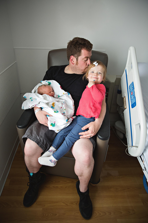 lauren-grayson-photography-akron-ohio-photographer-family-newborn-fresh-48-baby-hospital-photo-shoot-cleveland-clinic-akron-general-carter_0305.jpg