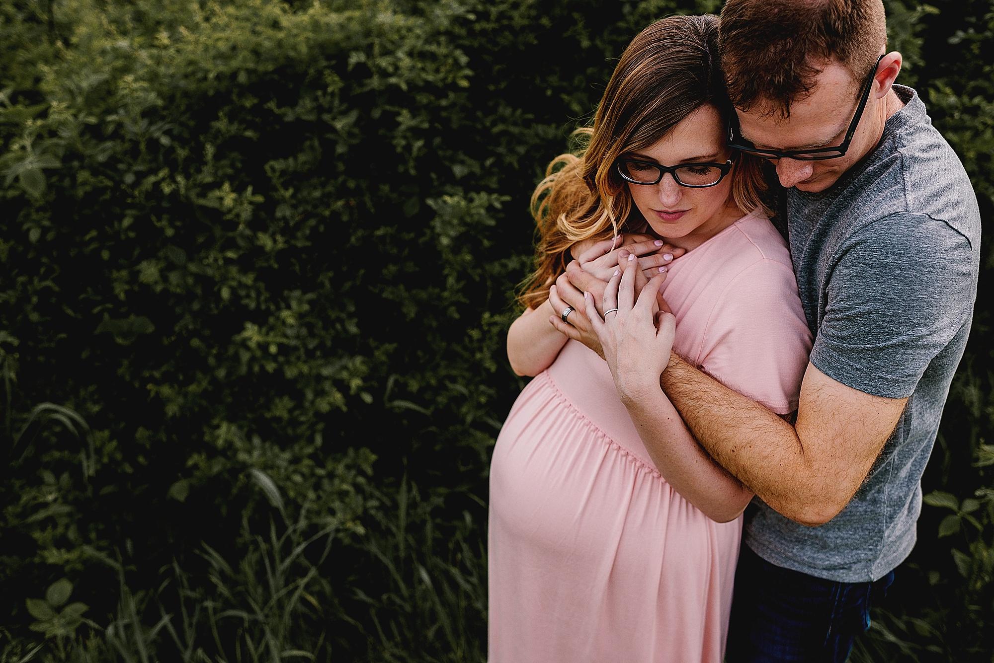 lauren-grayson-photography-akron-ohio-photographer-family-maternity-fields-session_0352.jpg