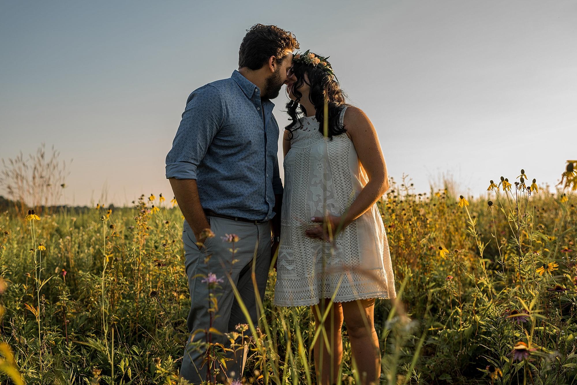 lauren-grayson-photography-cleveland-ohio-photographer-maternity-summer-outdoor-bohemian-fields-session_0485.jpg
