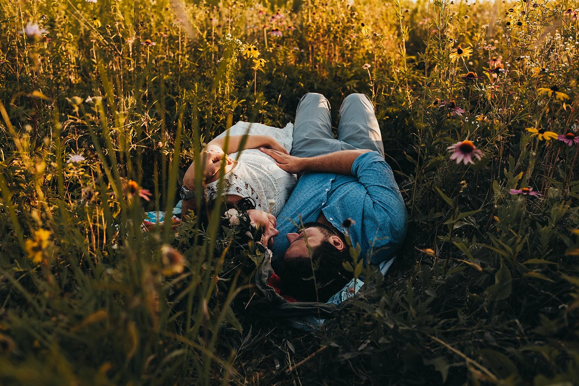 lauren-grayson-photography-cleveland-ohio-photographer-maternity-summer-outdoor-bohemian-fields-session_0493.jpg
