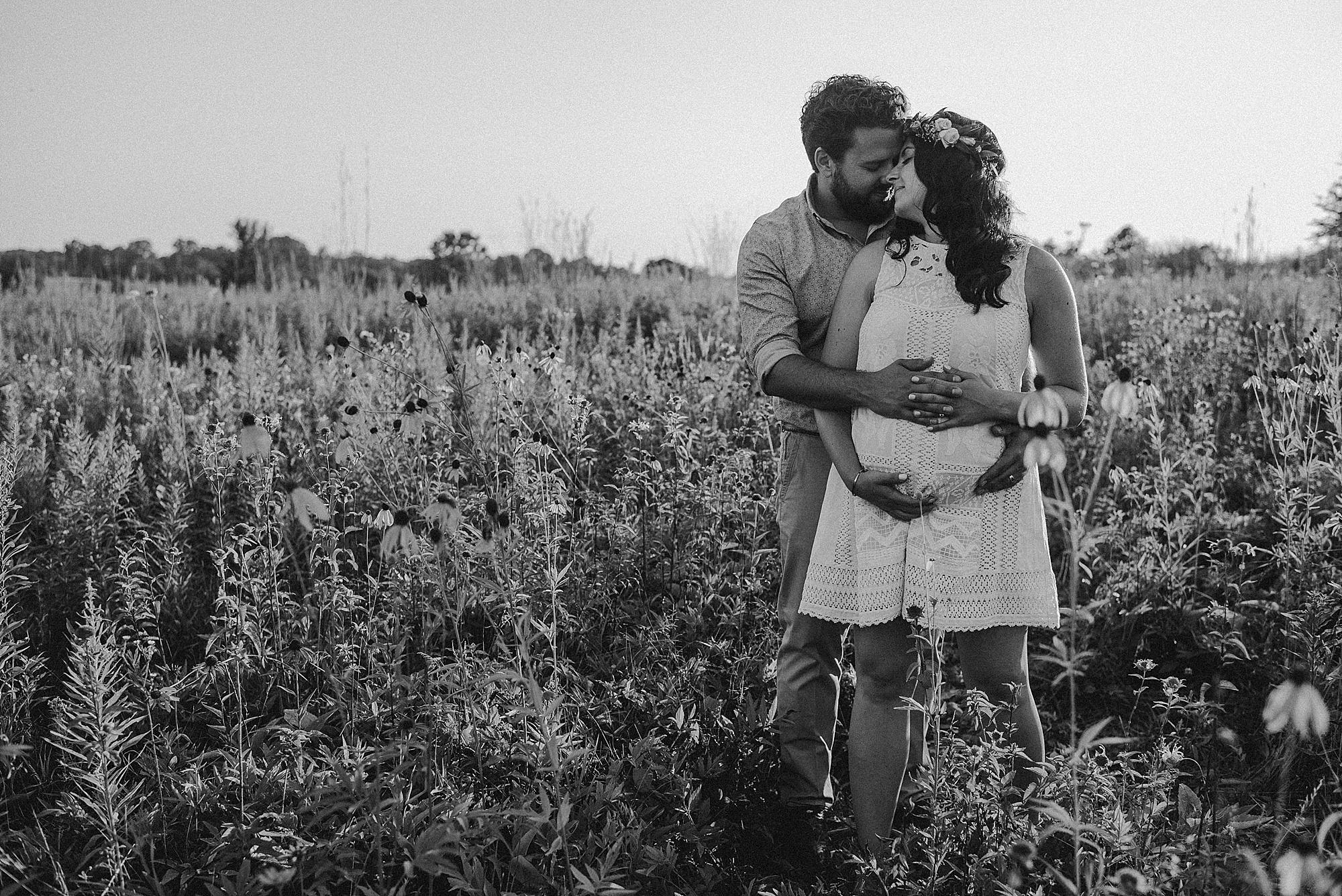 lauren-grayson-photography-cleveland-ohio-photographer-maternity-summer-outdoor-bohemian-fields-session_0507.jpg