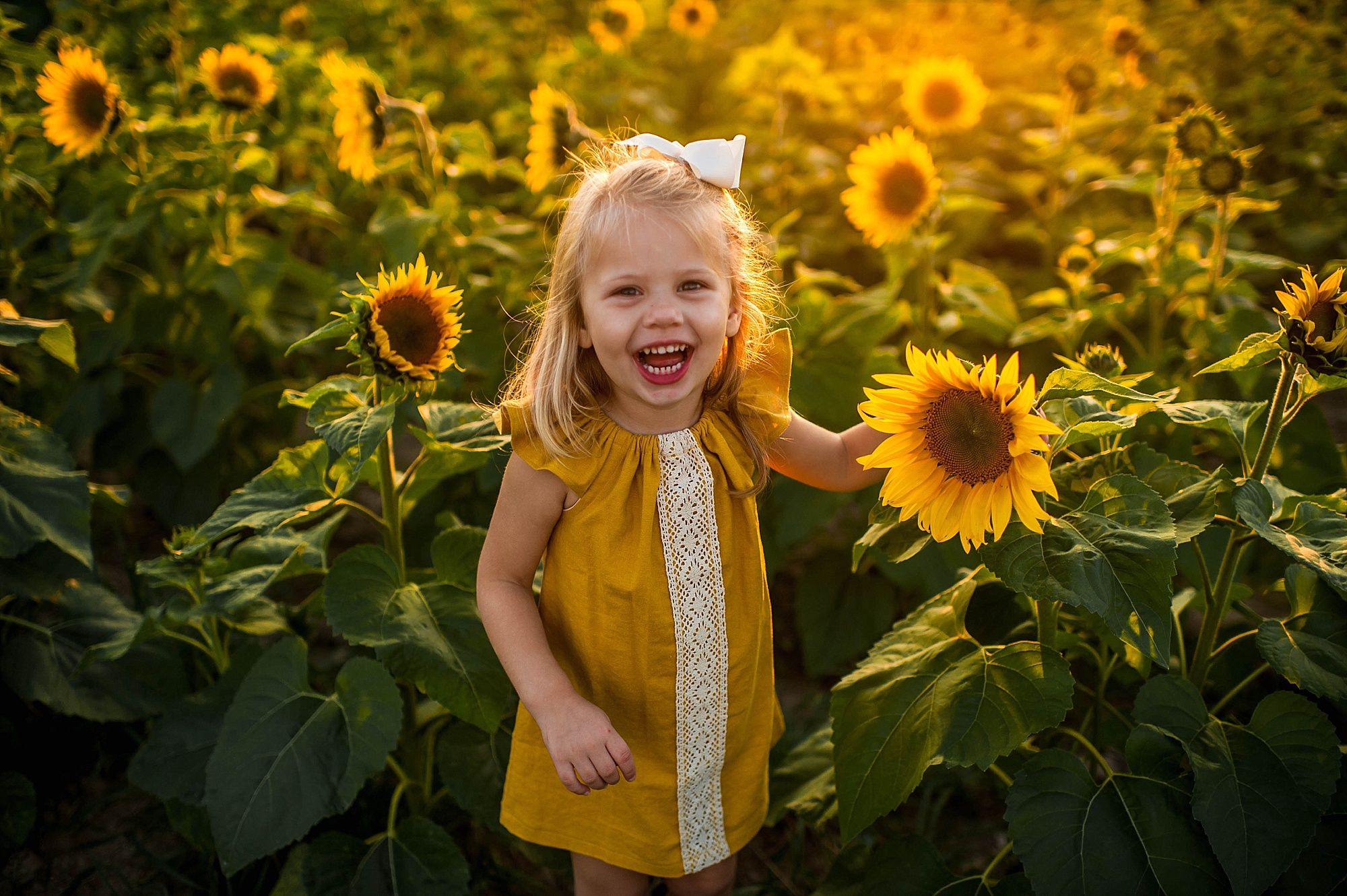 lauren-grayson-photography-cleveland-ohio-photographer-sunflower-fields-sunset-golden-hour-photo-shoot-mommy-and-me-family-child-photographer_0555.jpg