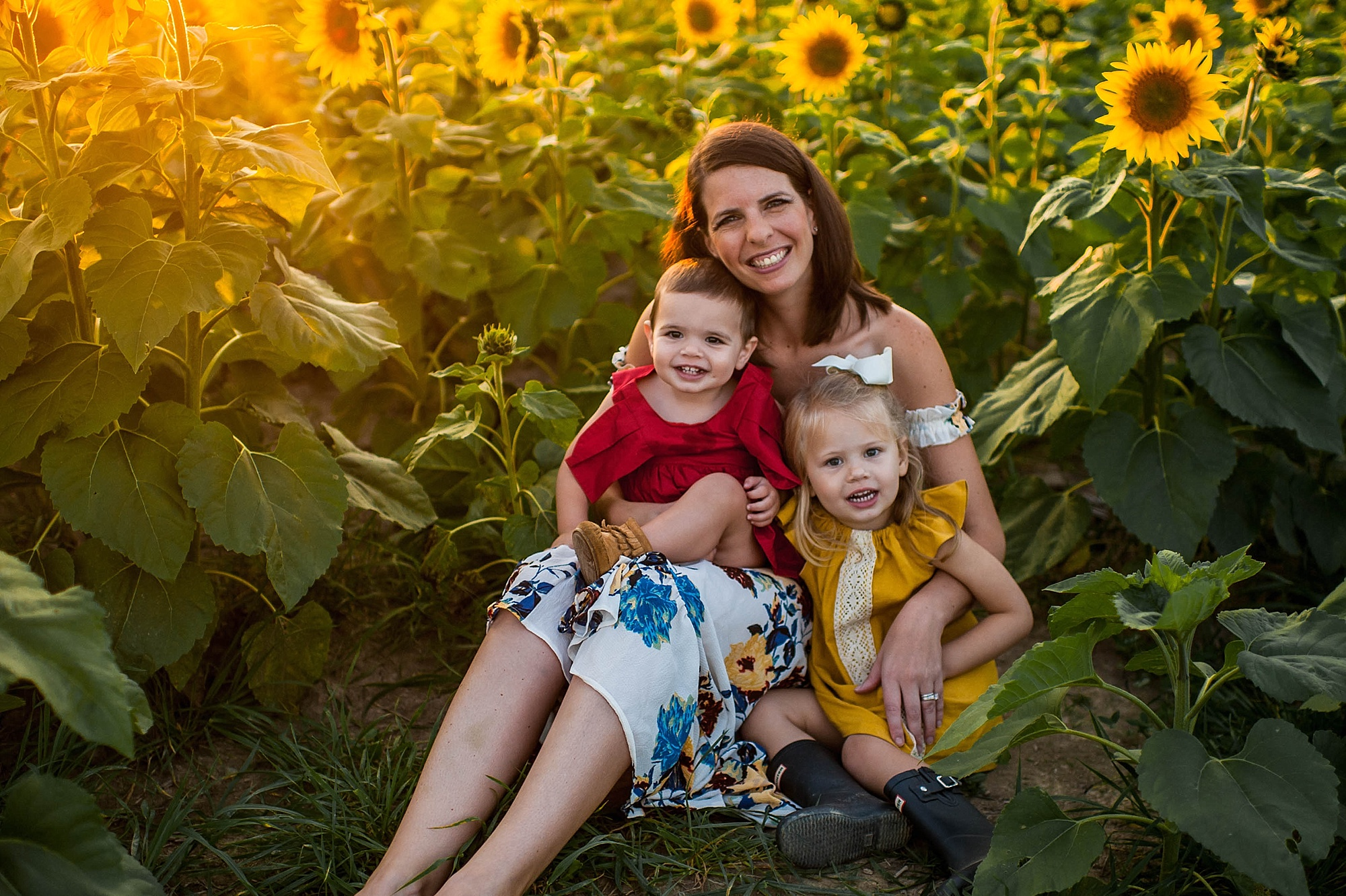 lauren-grayson-photography-cleveland-ohio-photographer-sunflower-fields-sunset-golden-hour-photo-shoot-mommy-and-me-family-child-photographer_0559.jpg