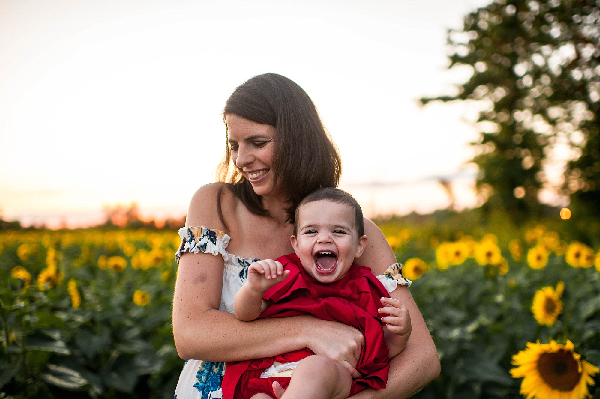 lauren-grayson-photography-cleveland-ohio-photographer-sunflower-fields-sunset-golden-hour-photo-shoot-mommy-and-me-family-child-photographer_0574.jpg