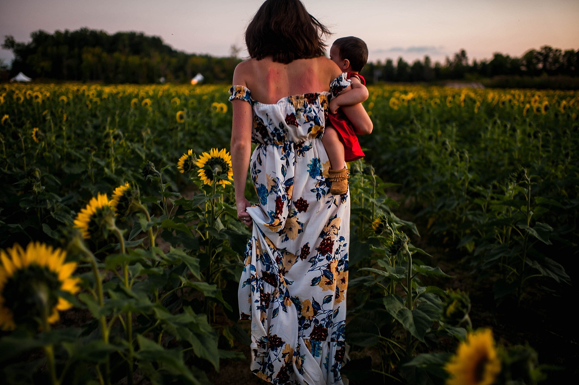 lauren-grayson-photography-cleveland-ohio-photographer-sunflower-fields-sunset-golden-hour-photo-shoot-mommy-and-me-family-child-photographer_0585.jpg