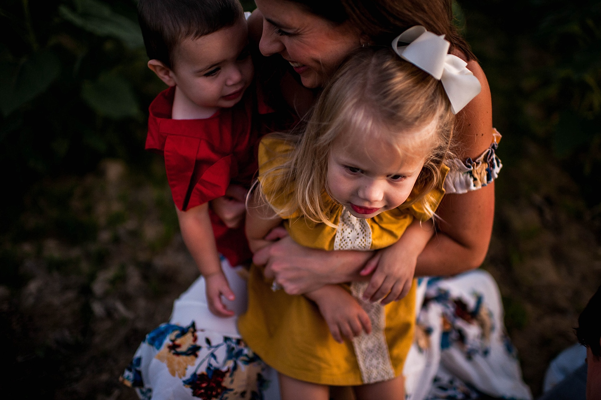 lauren-grayson-photography-cleveland-ohio-photographer-sunflower-fields-sunset-golden-hour-photo-shoot-mommy-and-me-family-child-photographer_0589.jpg