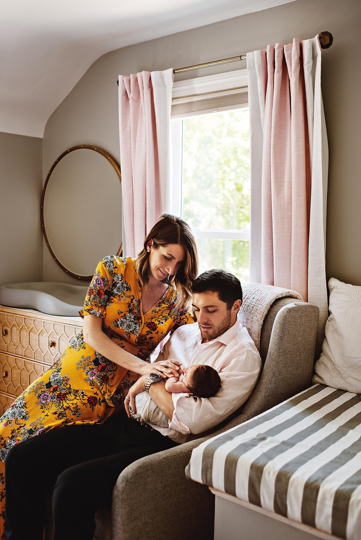 lauren-grayson-photography-cleveland-ohio-photographer-newborn-session-in-home-lifestyle-newborn-family-vivian_0650.jpg