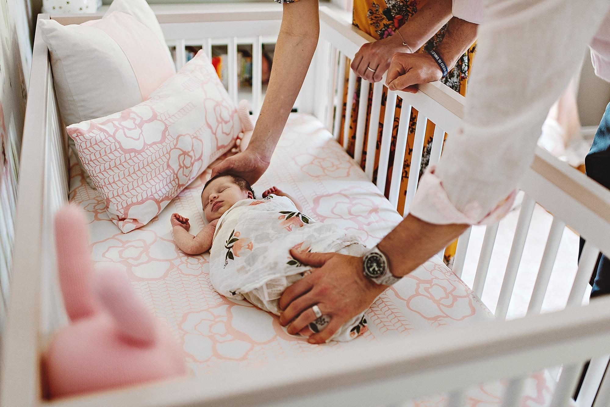 lauren-grayson-photography-cleveland-ohio-photographer-newborn-session-in-home-lifestyle-newborn-family-vivian_0656.jpg