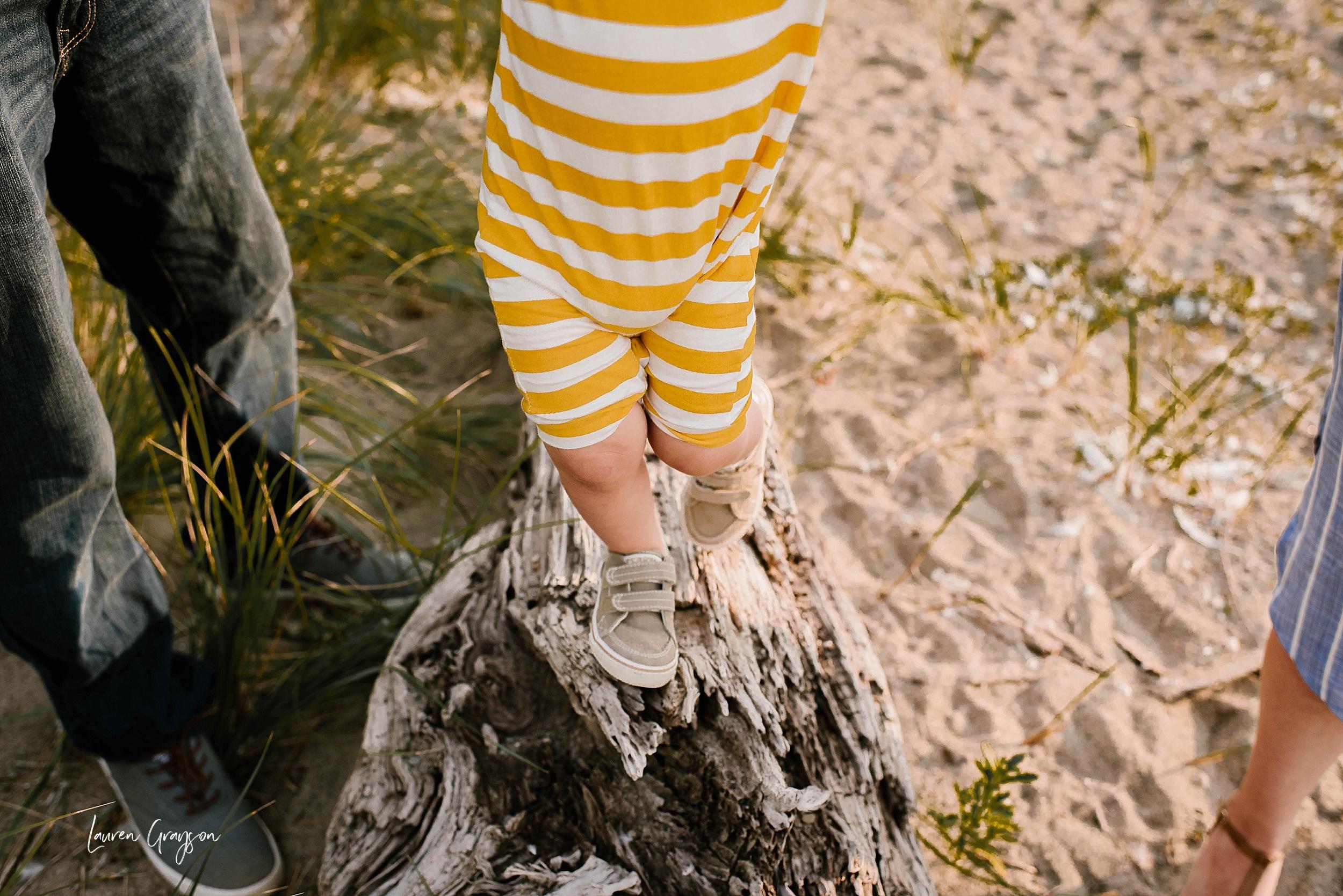 lauren-grayson-photography-cleveland-ohio-photographer-mentor-headlands-beach-maternity-session-2018_0759.jpg