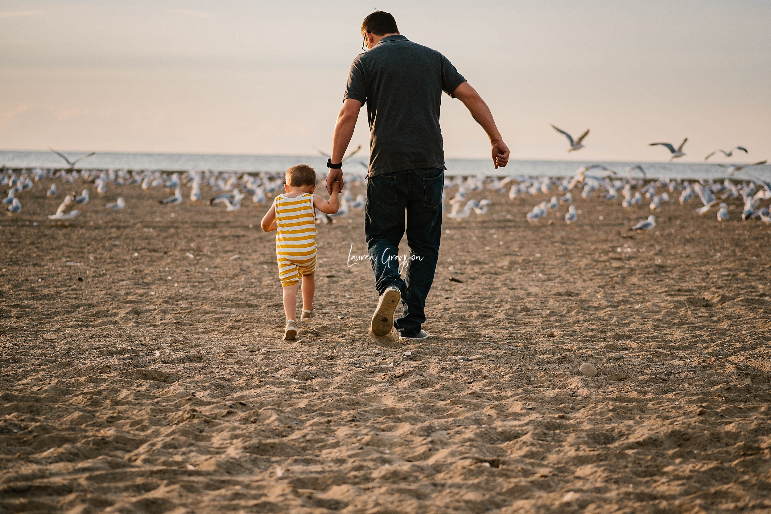 lauren-grayson-photography-cleveland-ohio-photographer-mentor-headlands-beach-maternity-session-2018_0761.jpg