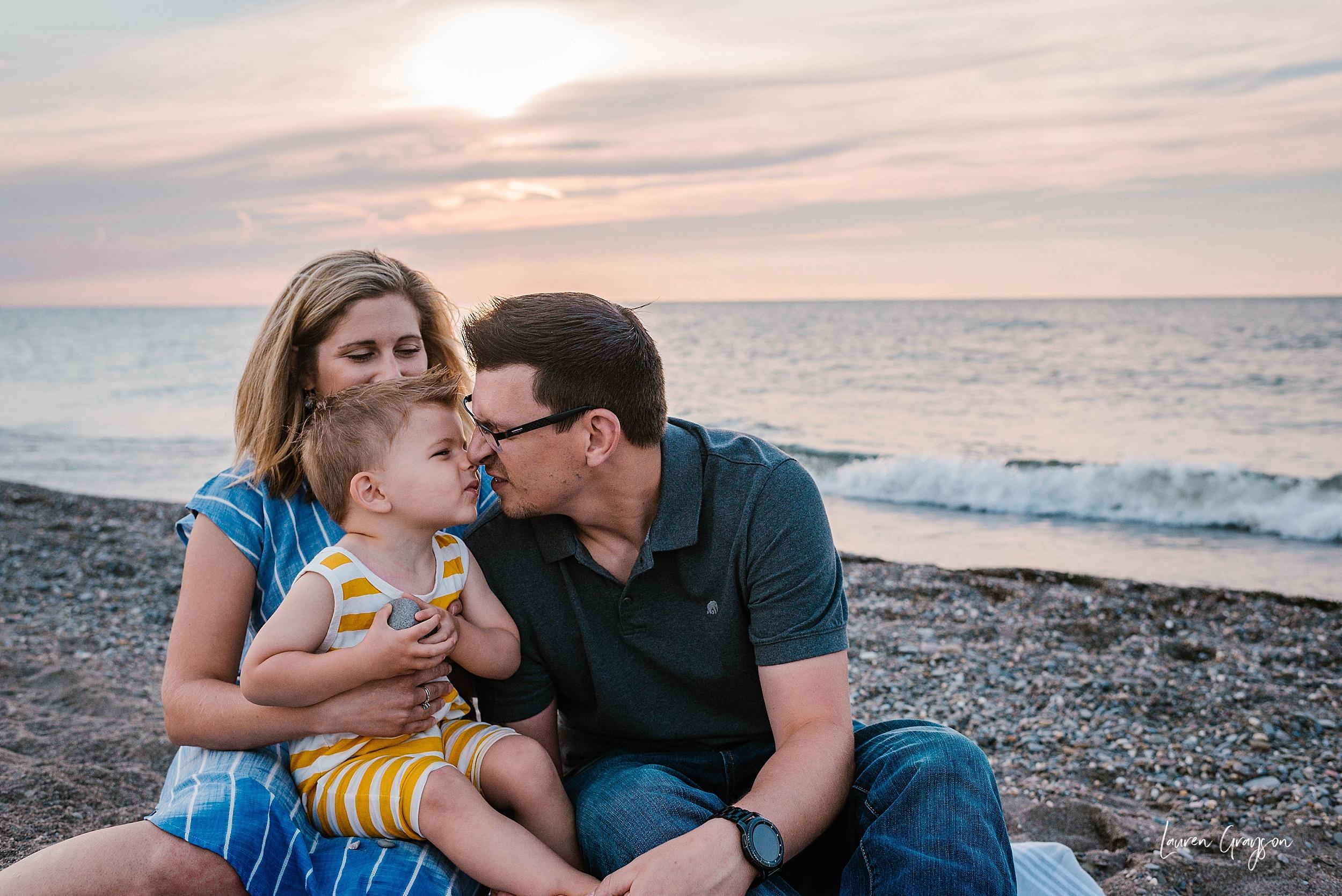 lauren-grayson-photography-cleveland-ohio-photographer-mentor-headlands-beach-maternity-session-2018_0772.jpg
