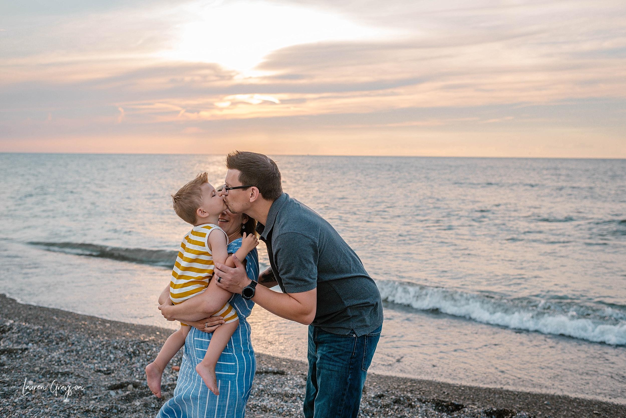 lauren-grayson-photography-cleveland-ohio-photographer-mentor-headlands-beach-maternity-session-2018_0771.jpg
