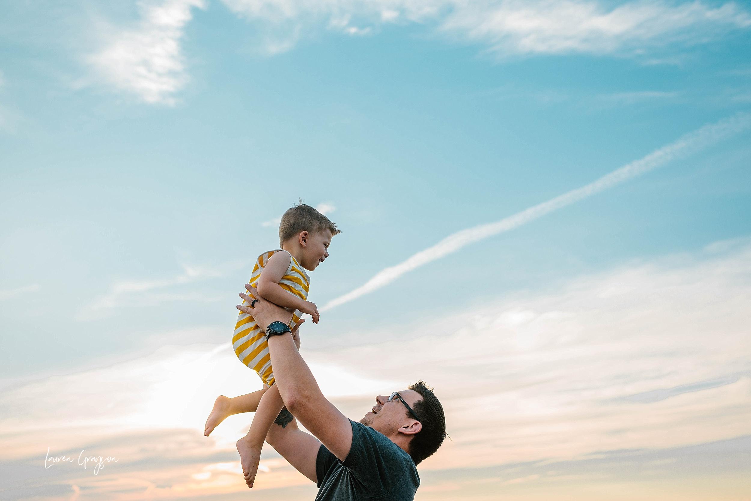 lauren-grayson-photography-cleveland-ohio-photographer-mentor-headlands-beach-maternity-session-2018_0769.jpg