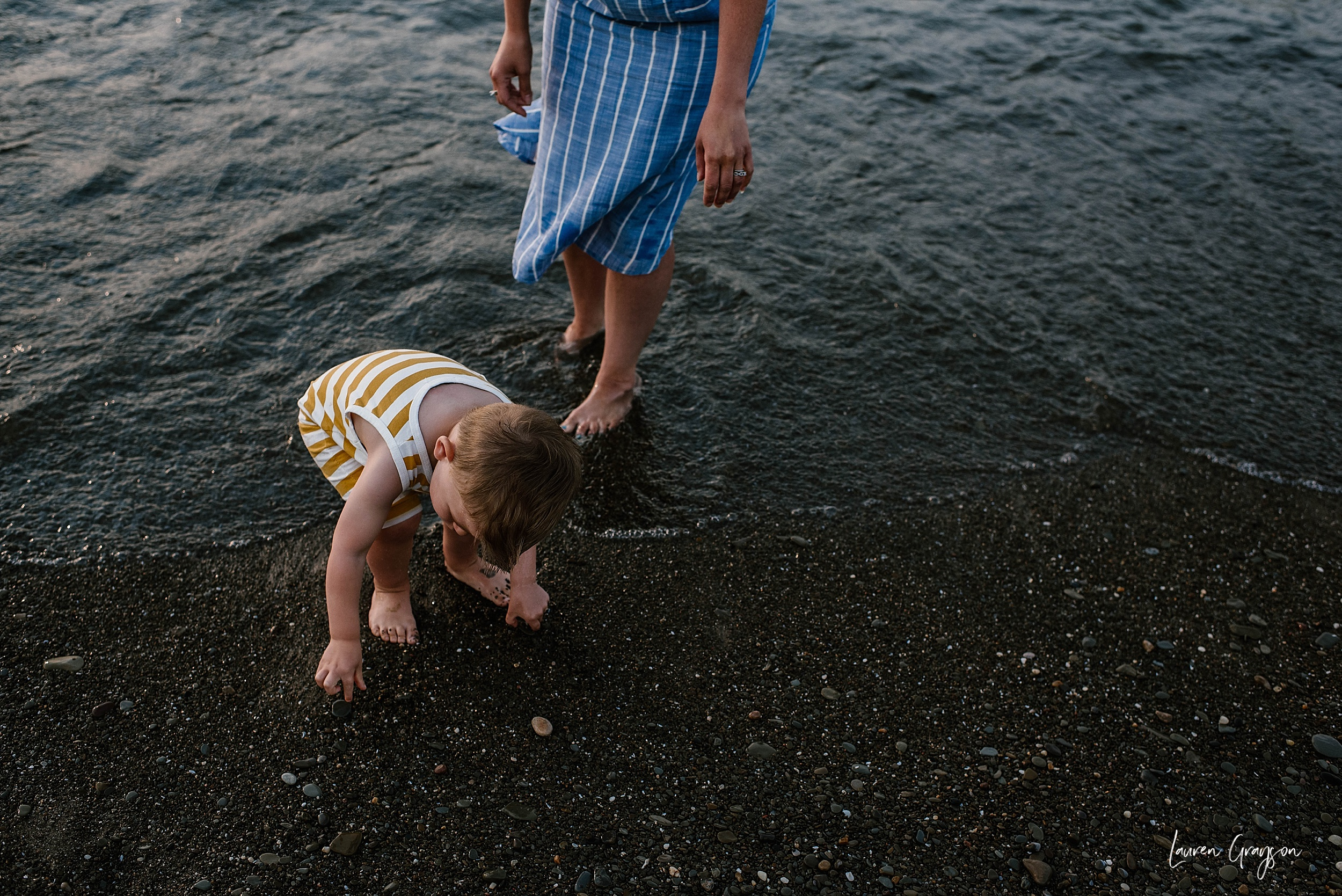 lauren-grayson-photography-cleveland-ohio-photographer-mentor-headlands-beach-maternity-session-2018_0767.jpg