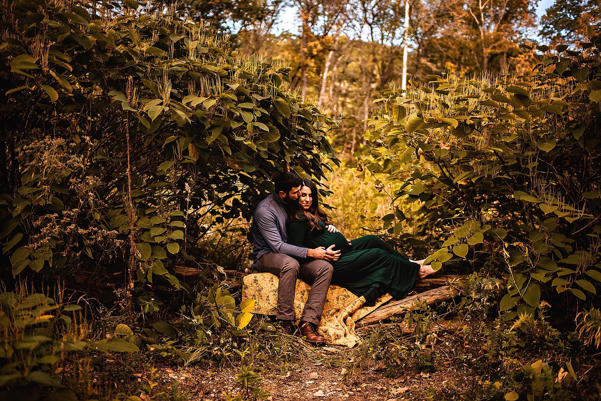 lauren-grayson-photography-akron-ohio-maternity-session-fall-hammer_0030.jpg