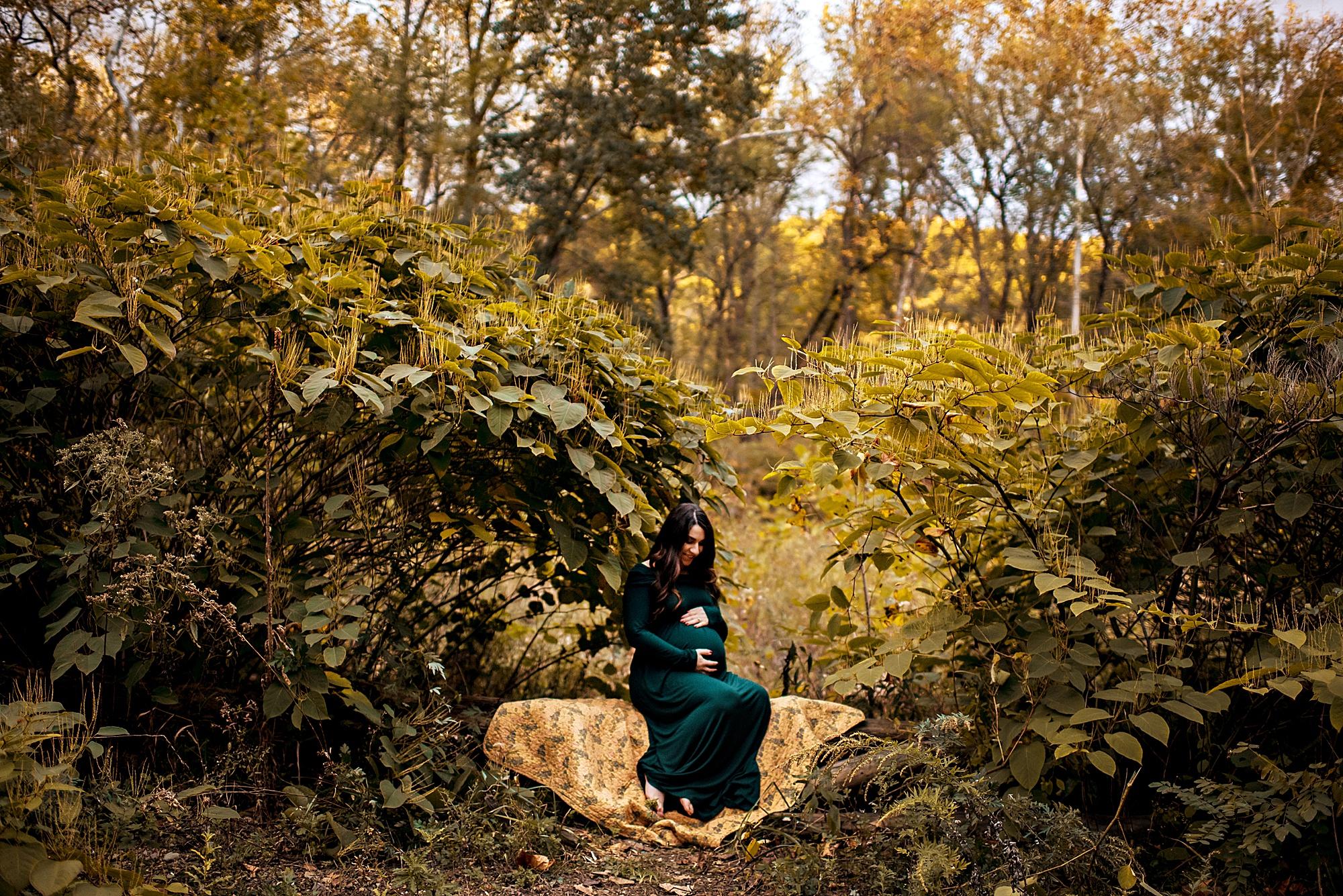 lauren-grayson-photography-akron-ohio-maternity-session-fall-hammer_0026.jpg