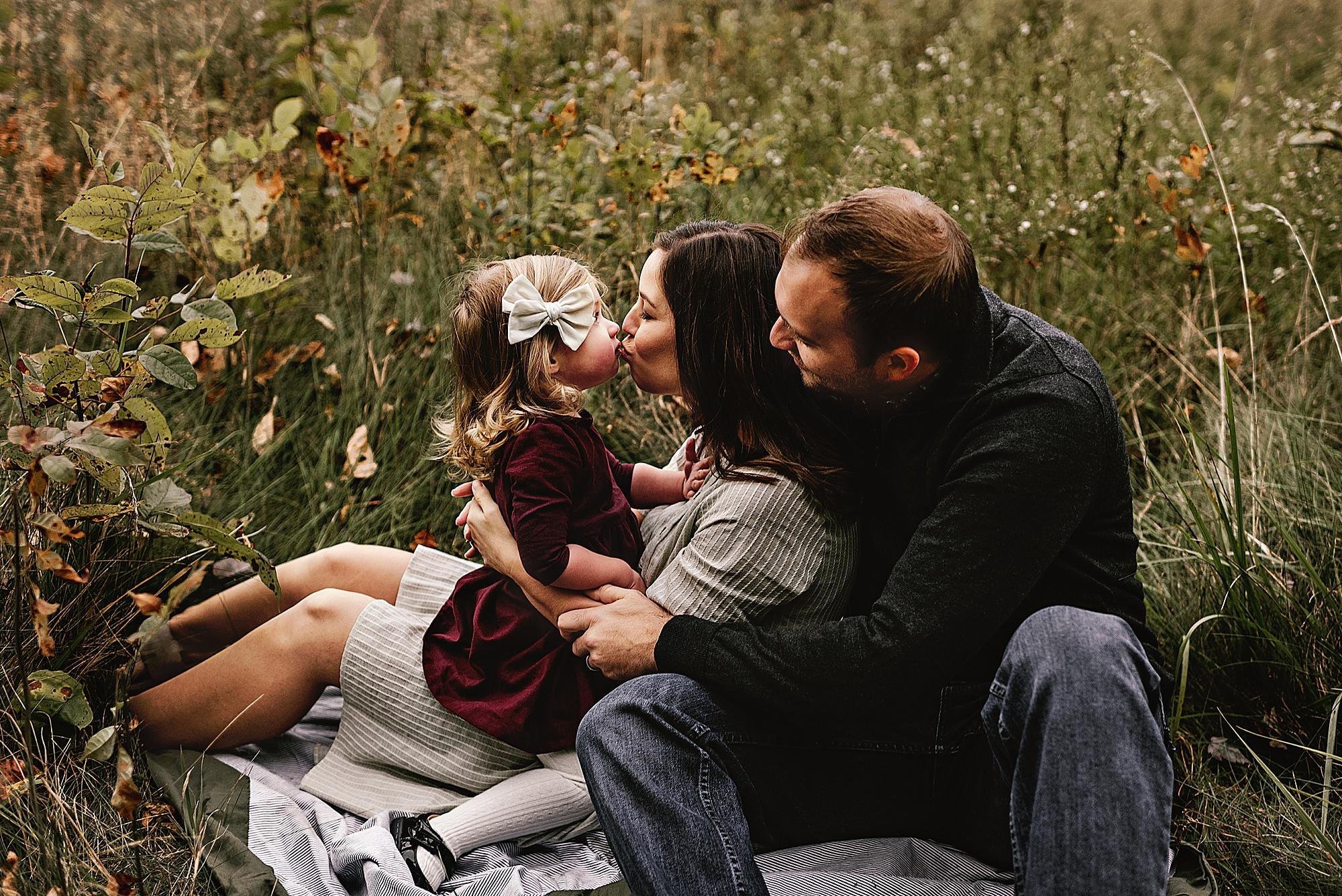 lauren-grayson-photography-akron-ohio-maternity-session-fall-hammer_0047.jpg