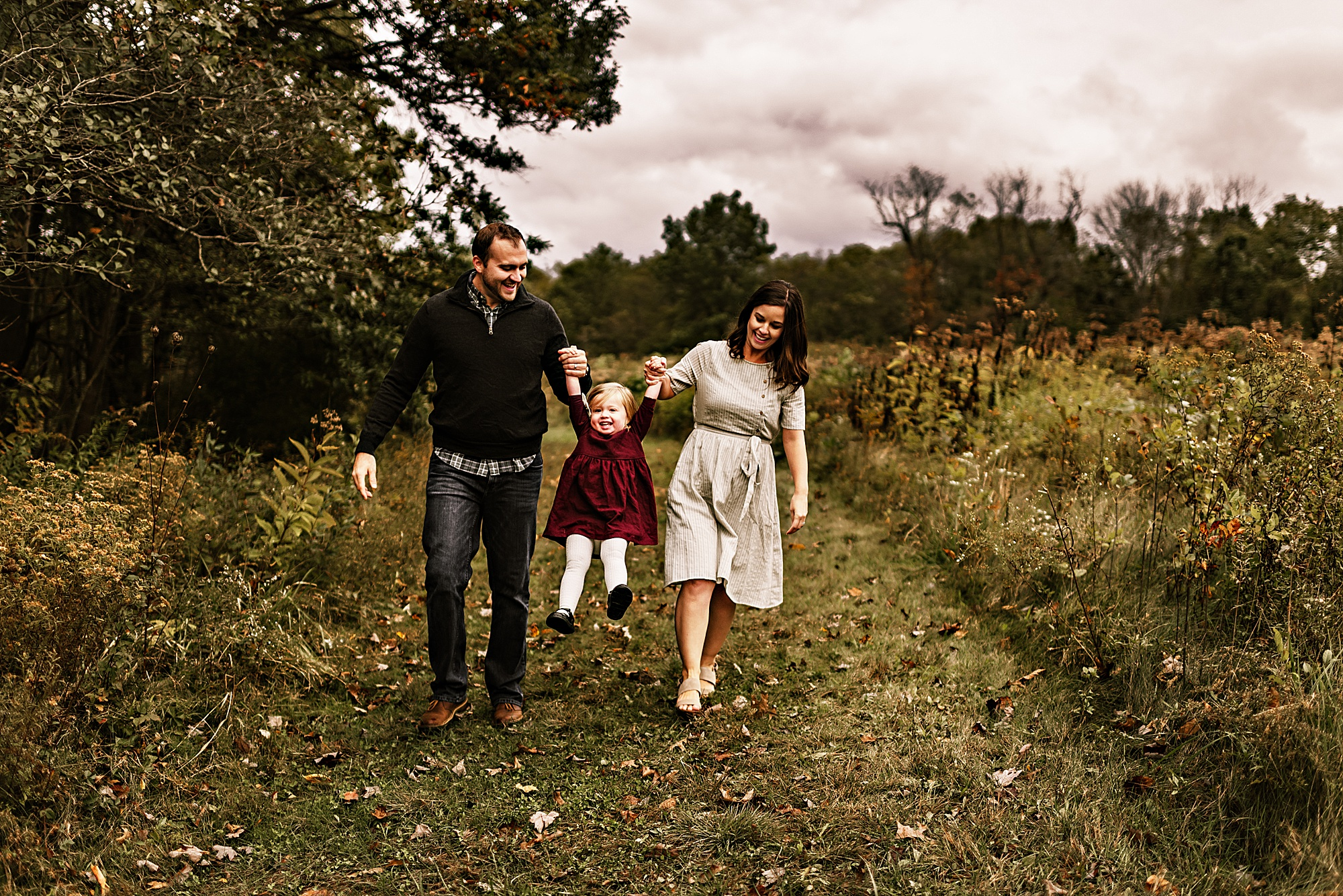 lauren-grayson-photography-akron-ohio-maternity-session-fall-hammer_0044.jpg