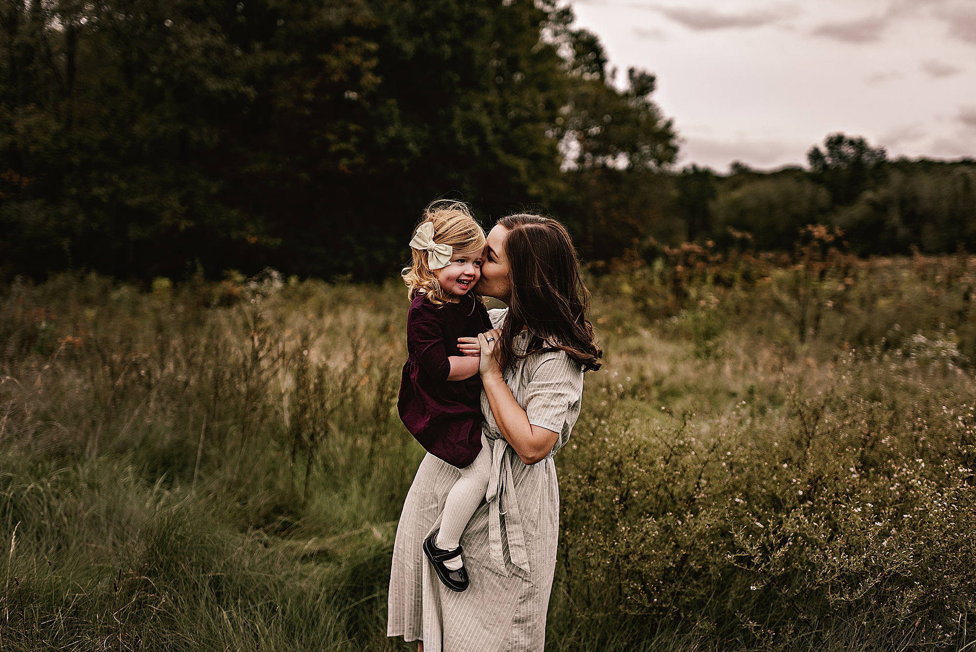 lauren-grayson-photography-akron-ohio-maternity-session-fall-hammer_0041.jpg