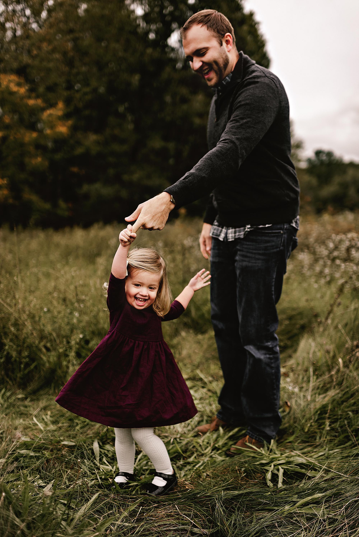 lauren-grayson-photography-akron-ohio-maternity-session-fall-hammer_0040.jpg