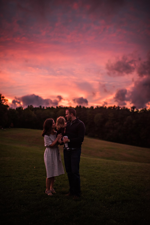 lauren-grayson-photography-akron-ohio-maternity-session-fall-hammer_0058.jpg