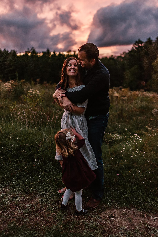lauren-grayson-photography-akron-ohio-maternity-session-fall-hammer_0056.jpg