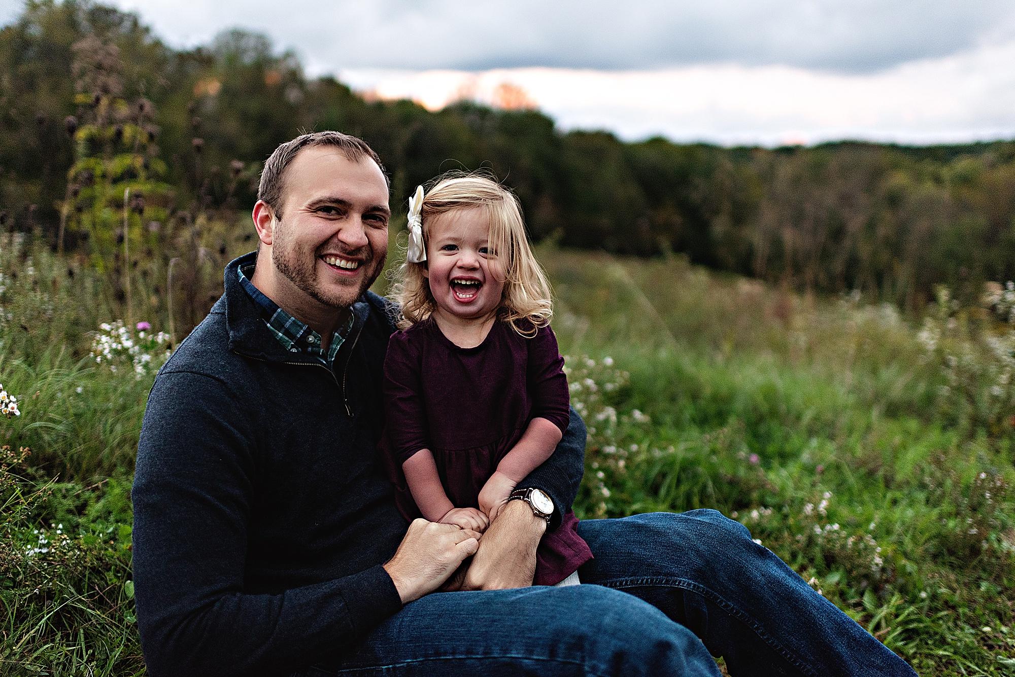 lauren-grayson-photography-akron-ohio-maternity-session-fall-hammer_0054.jpg