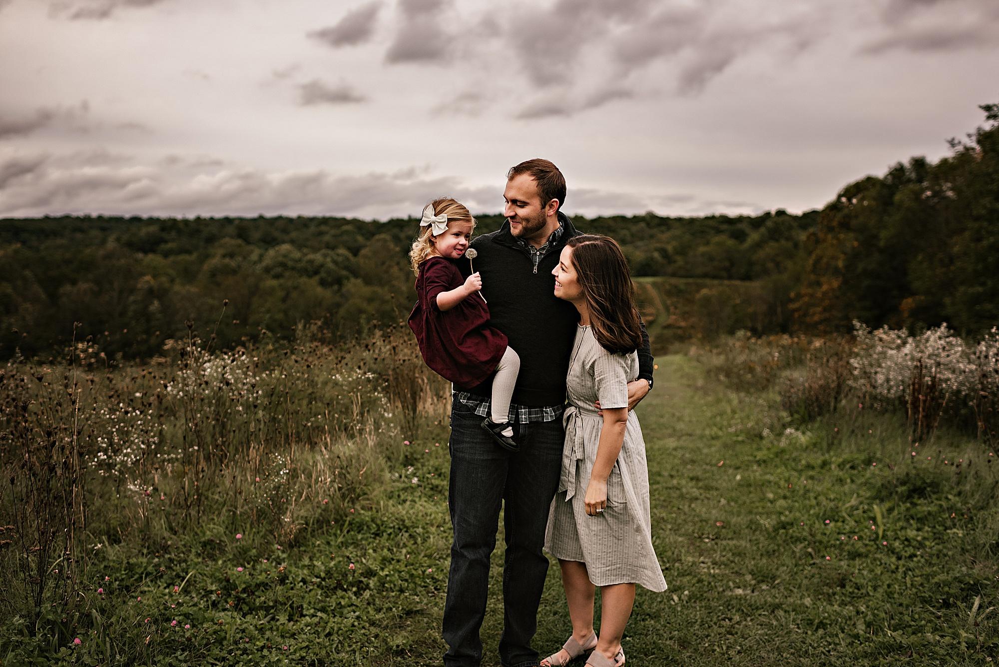 lauren-grayson-photography-akron-ohio-maternity-session-fall-hammer_0049.jpg