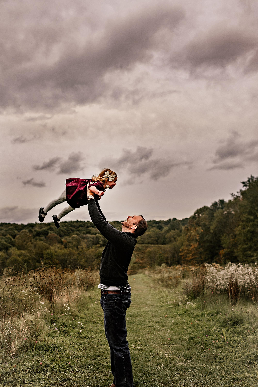 lauren-grayson-photography-akron-ohio-maternity-session-fall-hammer_0050.jpg