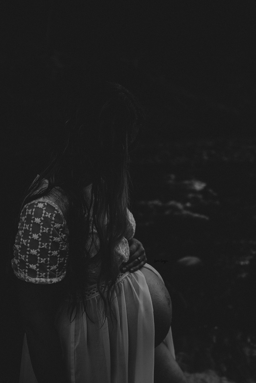 lauren-grayson-photography-akron-ohio-maternity-photographer-waterfall-sarah-f_0031.jpg