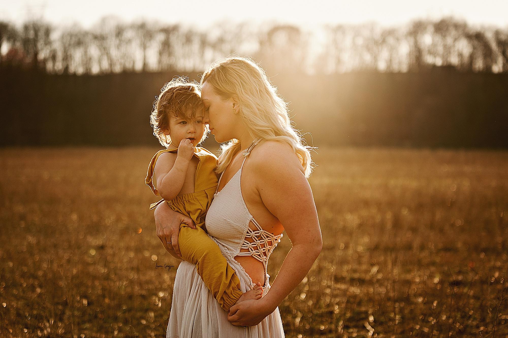 lauren-grayson-photography-akron-ohio-family-mom-boys-field-spring-outdoor-session_0005.jpg