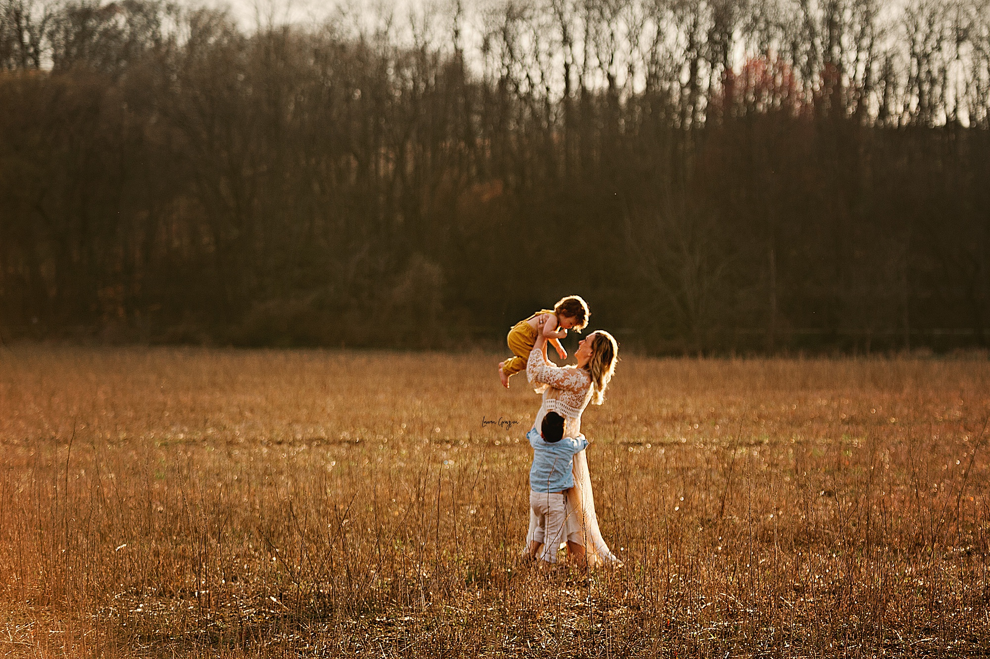 lauren-grayson-photography-akron-ohio-family-mom-boys-field-spring-outdoor-session_0007.jpg
