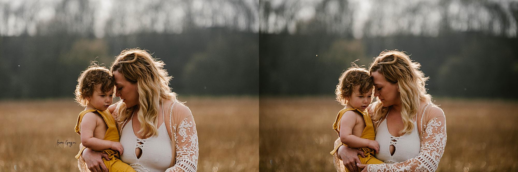 lauren-grayson-photography-akron-ohio-family-mom-boys-field-spring-outdoor-session_0009.jpg