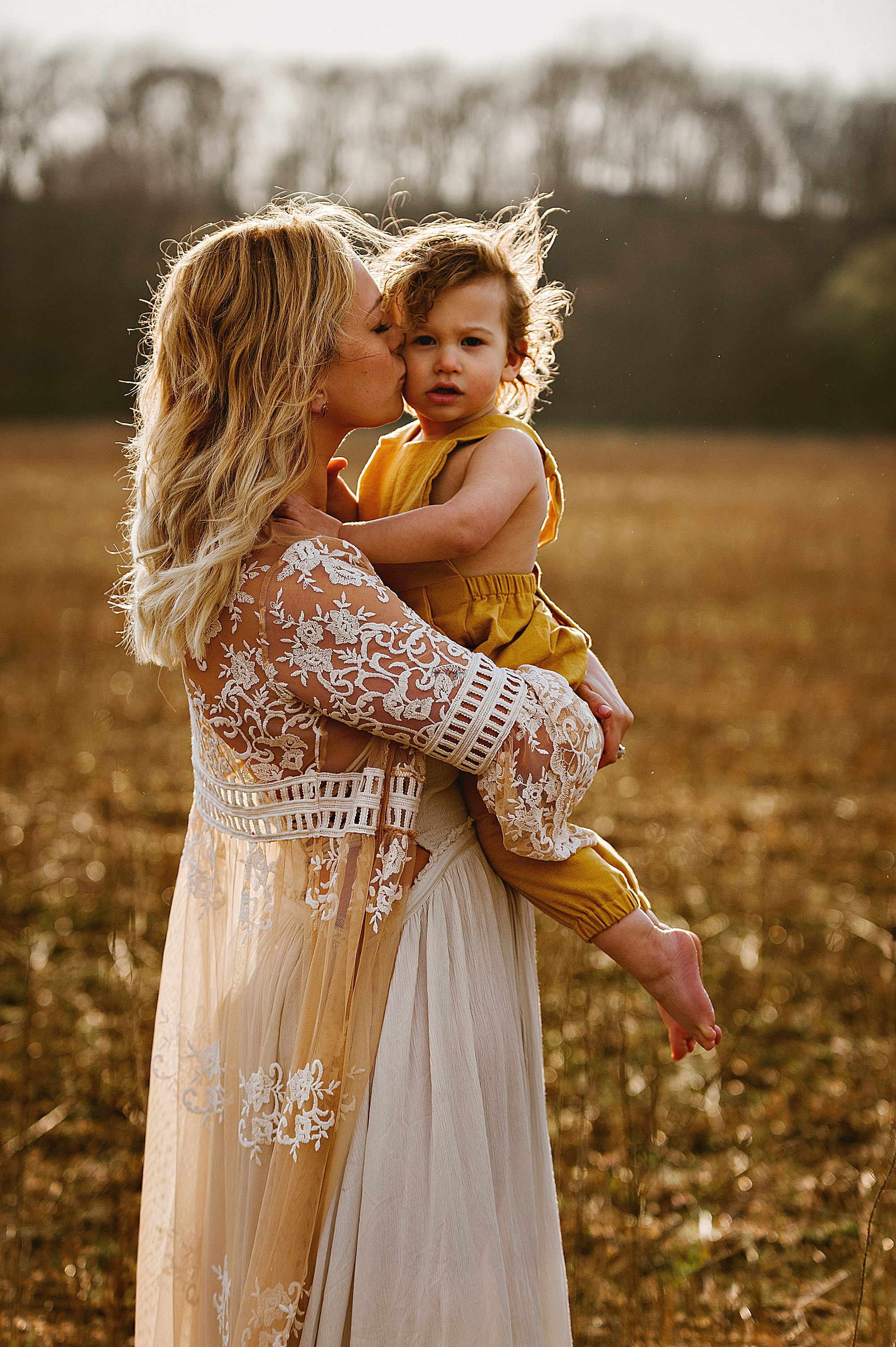 lauren-grayson-photography-akron-ohio-family-mom-boys-field-spring-outdoor-session_0008.jpg