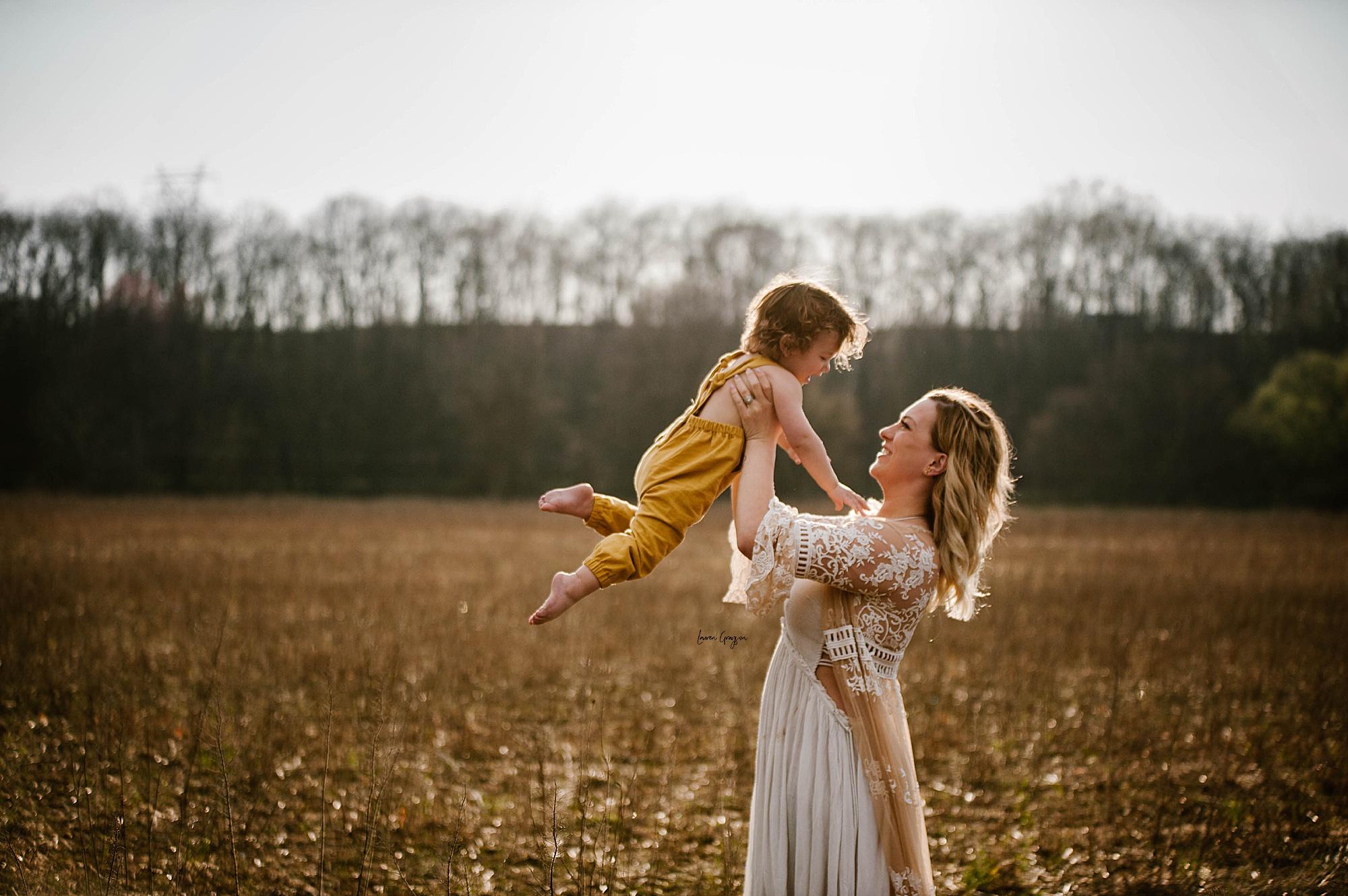 lauren-grayson-photography-akron-ohio-family-mom-boys-field-spring-outdoor-session_0011.jpg