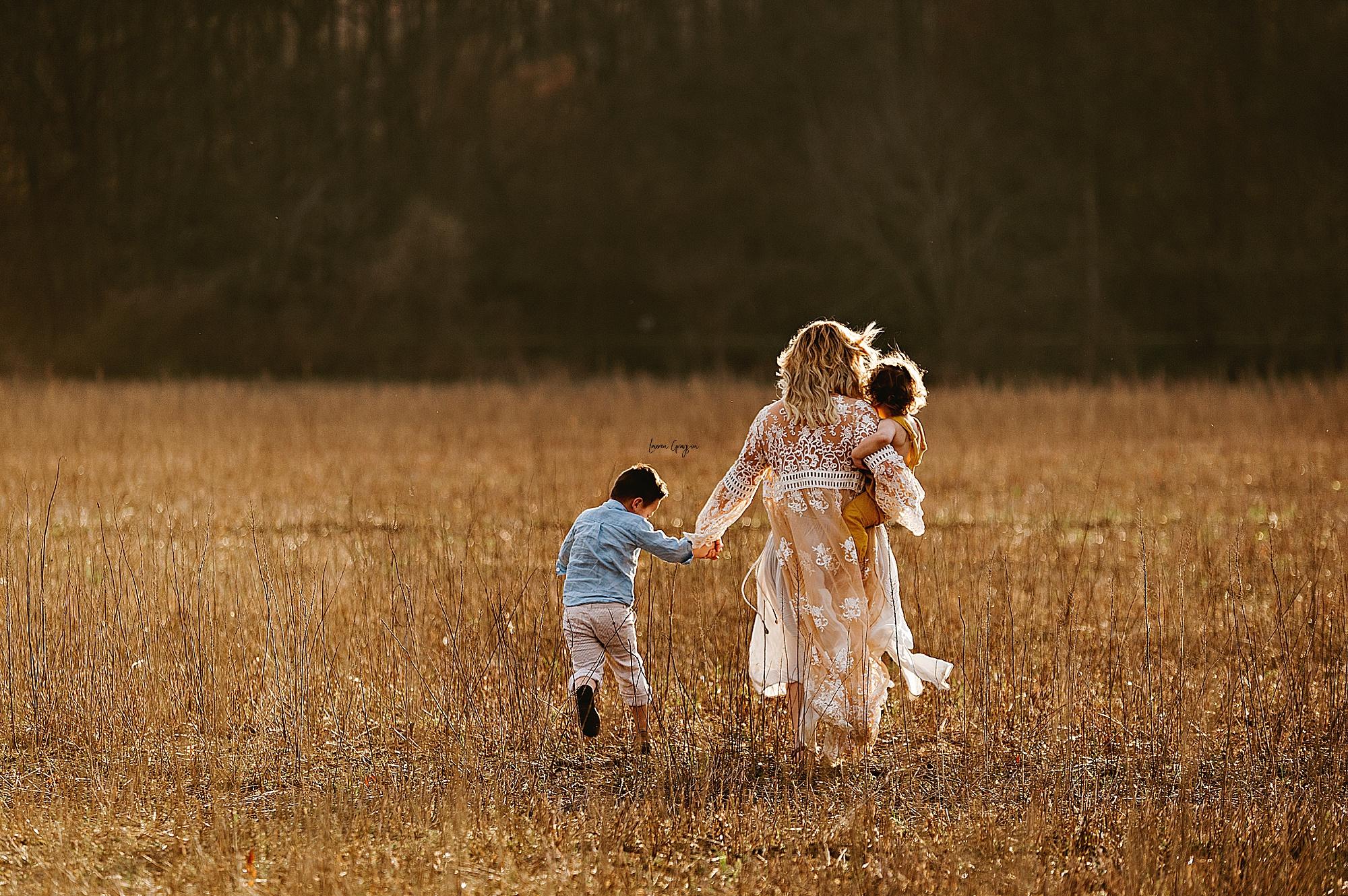 lauren-grayson-photography-akron-ohio-family-mom-boys-field-spring-outdoor-session_0012.jpg