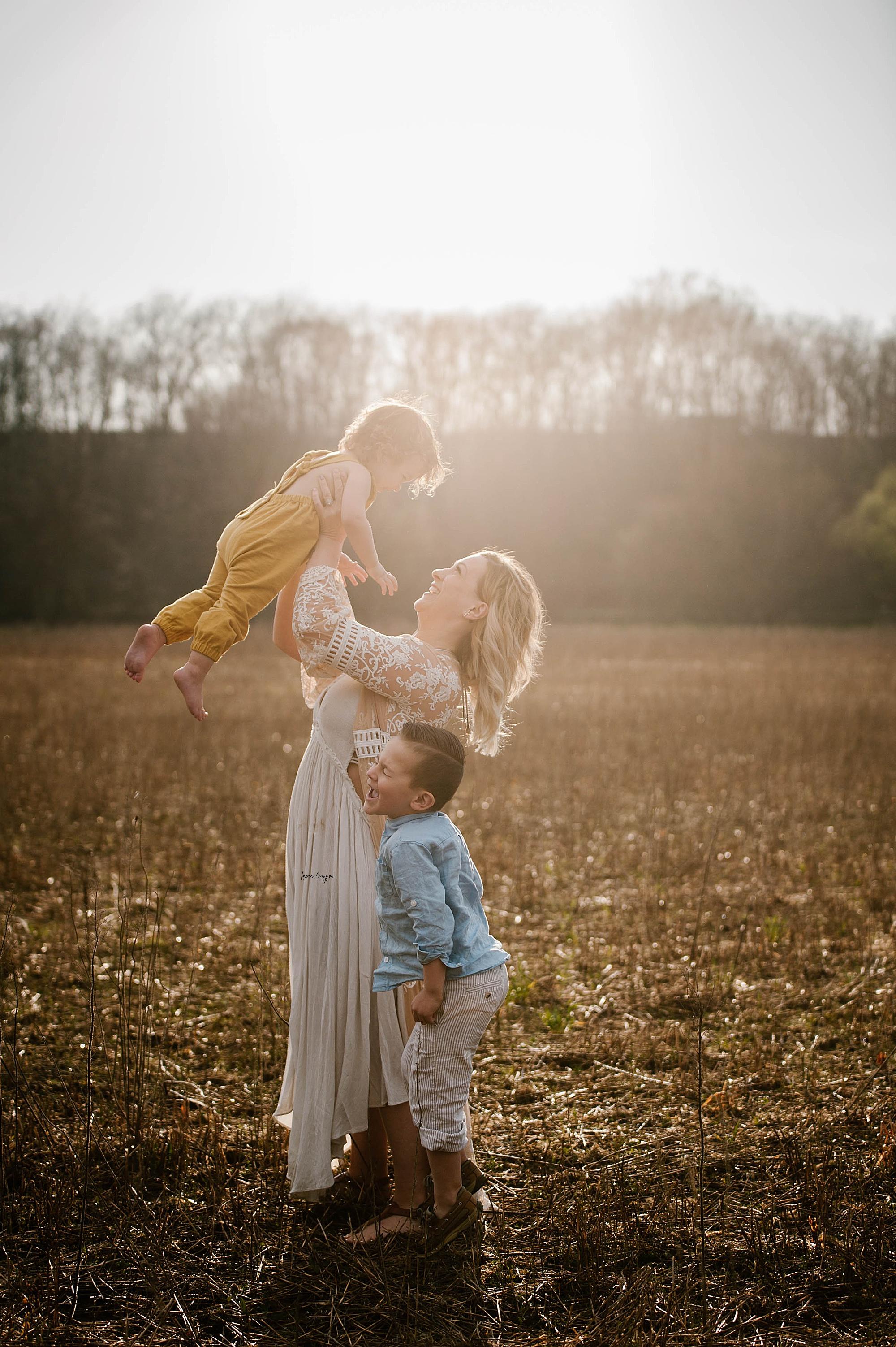 lauren-grayson-photography-akron-ohio-family-mom-boys-field-spring-outdoor-session_0016.jpg