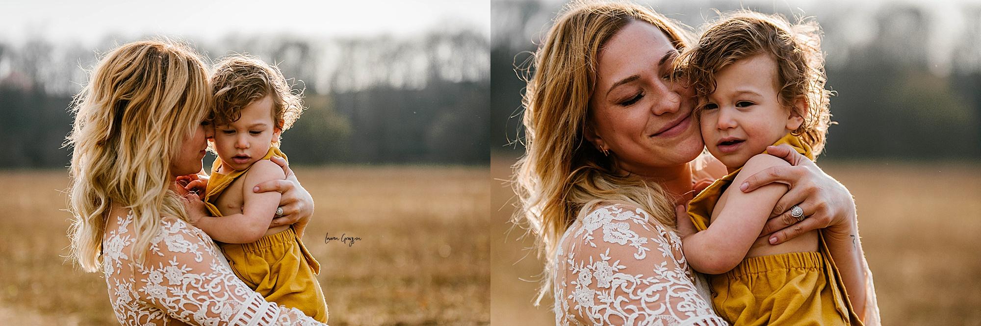 lauren-grayson-photography-akron-ohio-family-mom-boys-field-spring-outdoor-session_0018.jpg
