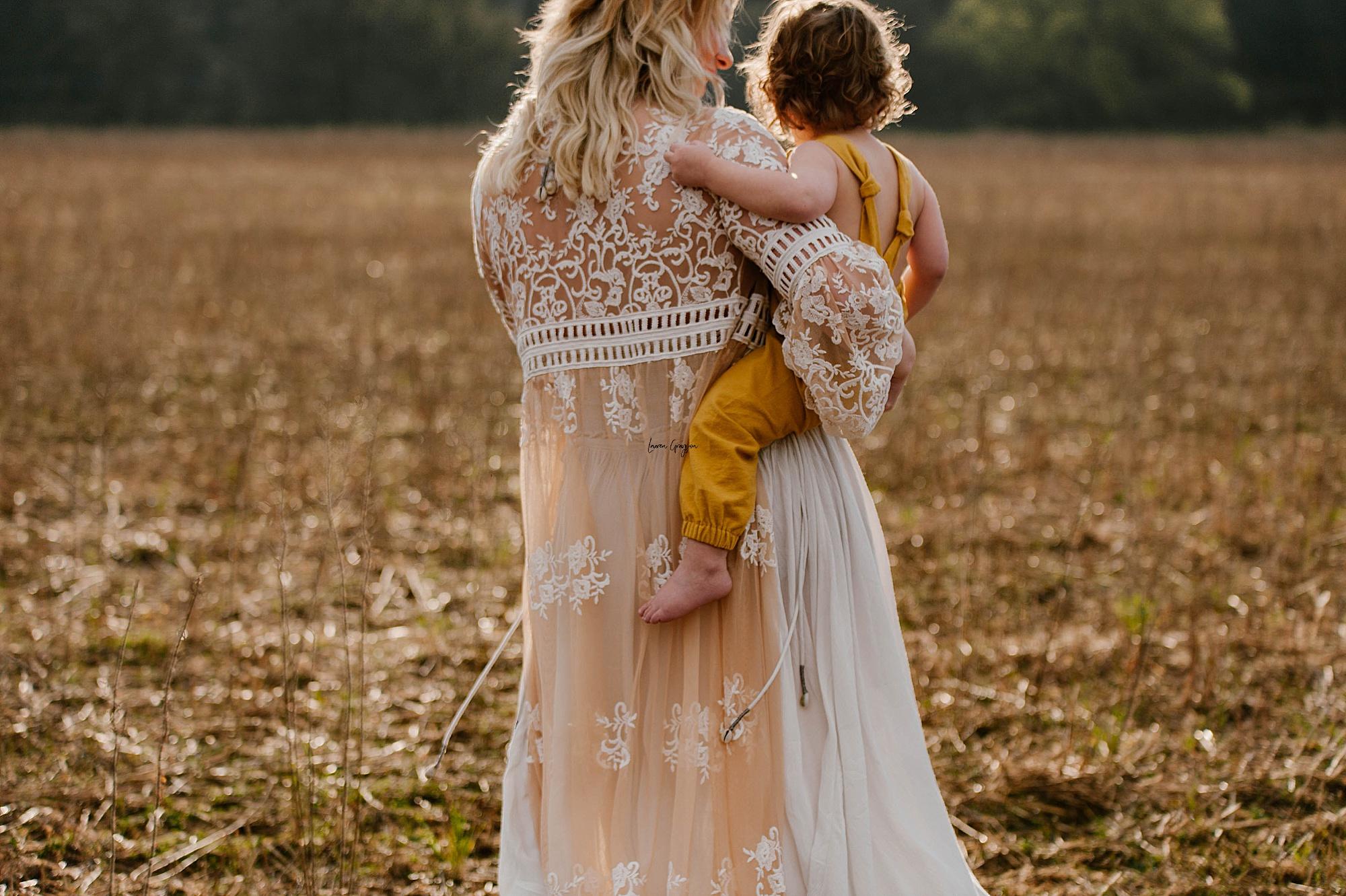 lauren-grayson-photography-akron-ohio-family-mom-boys-field-spring-outdoor-session_0020.jpg