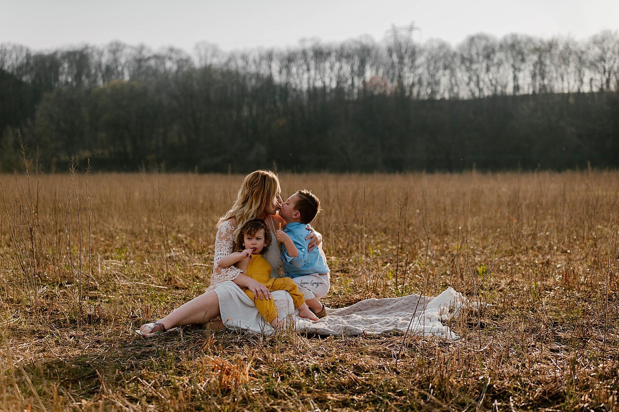 lauren-grayson-photography-akron-ohio-family-mom-boys-field-spring-outdoor-session_0021.jpg